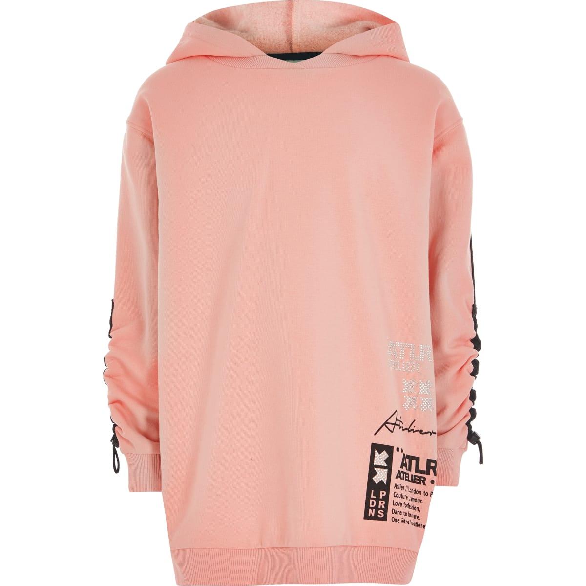 Koraalrode hoodie met 'ATLR'-print en ruches op de mouwen voor meisjes