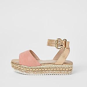 Koraalkleurige sandalen met studs en platte zool voor meisjes