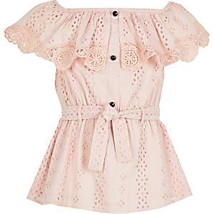 Roze gebroduurdetop met bardot halslijn en strikceintuur voor meisjes