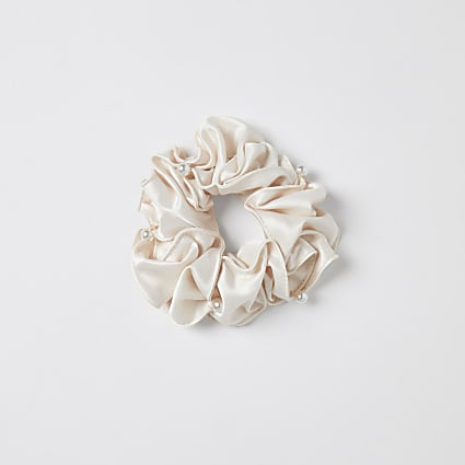 Girls pink pearl ruffle scrunchie