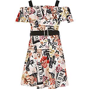 Gemustertes Bardot-Kleid in Rosa mit Rüschen und Gürtel für Mädchen