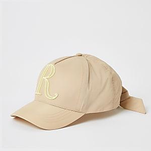 Kappe mit R-Stickerei in Rosa für Mädchen