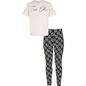 "Outfit mit T-Shirt ""Tres chic"" in Rosa"