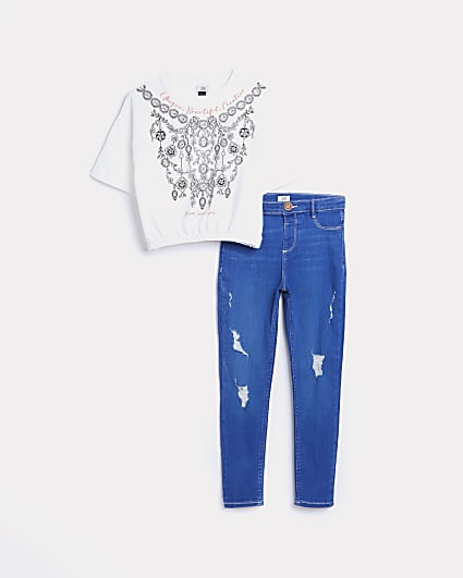 Girls printed t-shirt and ripped jeans outfit