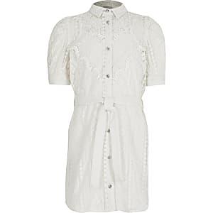 Weißes Blusenkleid mit Lochstickerei und Taillenbindeband