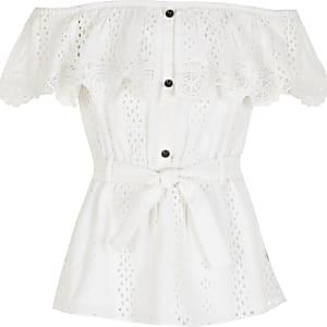 Witte gebroduurdetop met bardot halslijn en strikceintuur voor meisjes