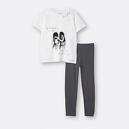 Girls white graphic print t-shirt outfit