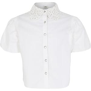 Weiße Bluse mit Spitzenkragen und Puffärmeln für Mädchen