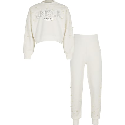 Girls white pearl sweatshirt outfit