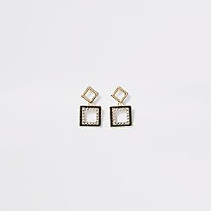 Pendants d'oreilles carrés dorés ornés