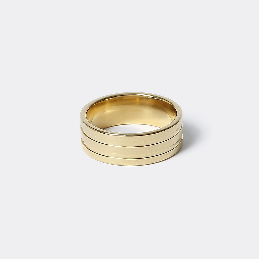 Gold colour lined ring