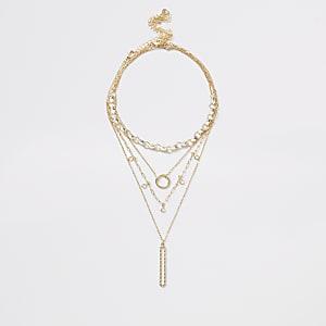 Goldfarbene Halskette im Lagenlook mit ovalem Anhänger