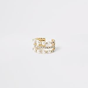 Goudkleurige ring verfraaid met parels en siersteentjes