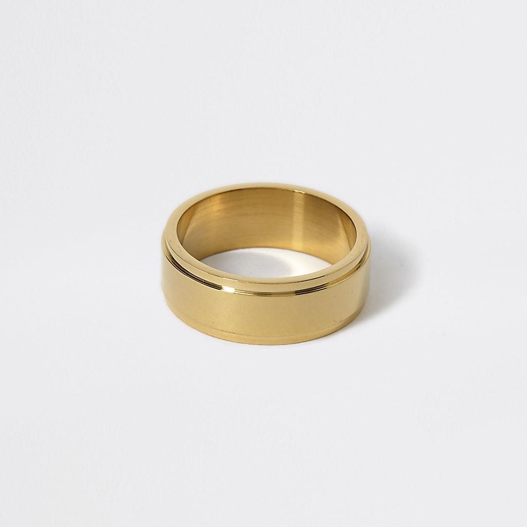 Goudkleurige ring met verhoging