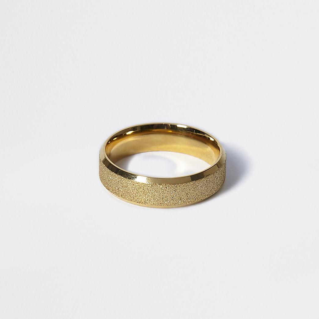 Goudkleurige ring met textuur