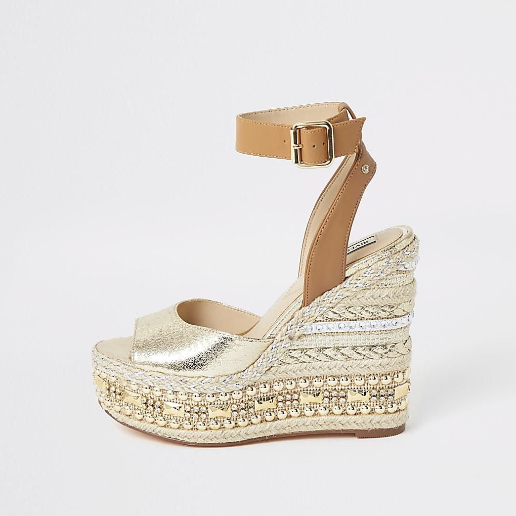 Goudkleurige sandalen met versierde sleehakken