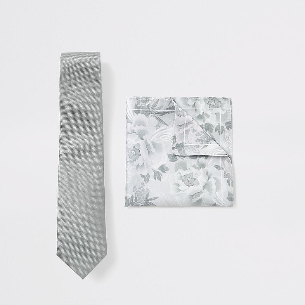 Set met groene stropdas en zakdoek met bloemenprint
