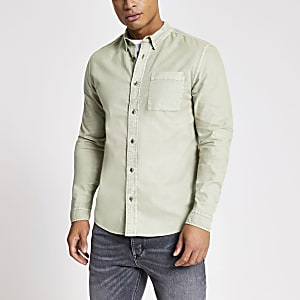 Grünes Regular Fit Hemd mit Stückfärbung
