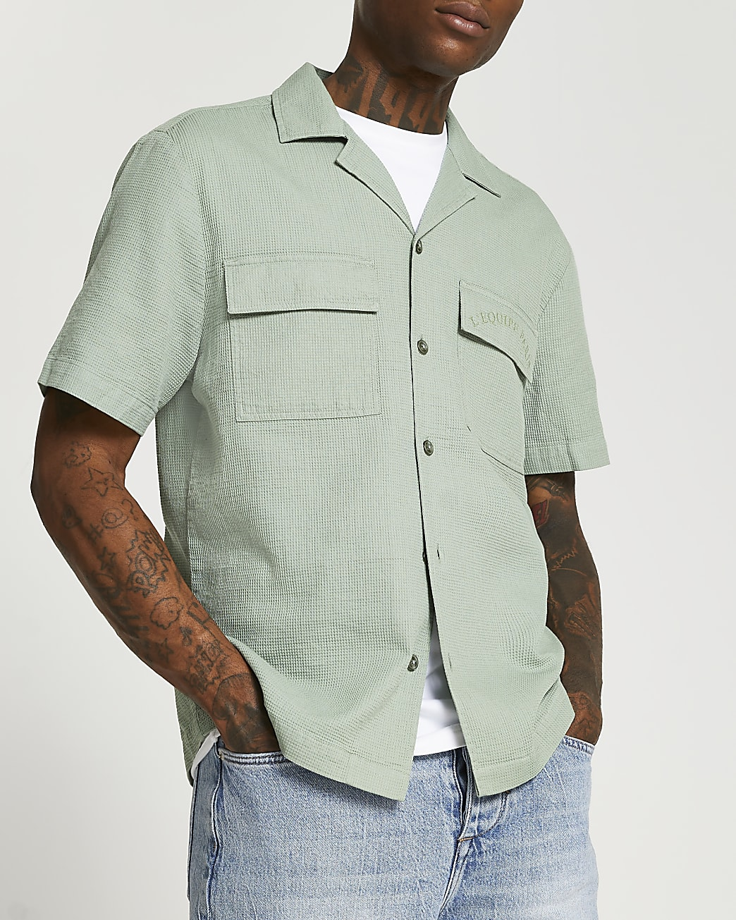 Green pocket short sleeve shirt