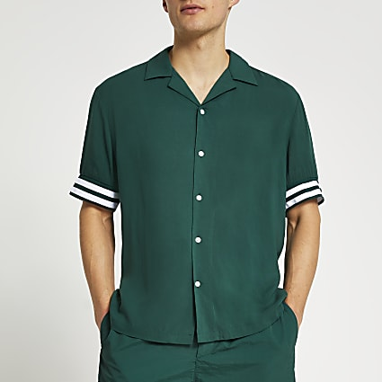 Green resort revere short sleeve shirt
