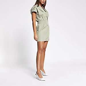 Groene mini-jurk met gesmokte taille