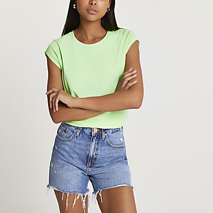 Green short sleeve t-shirt