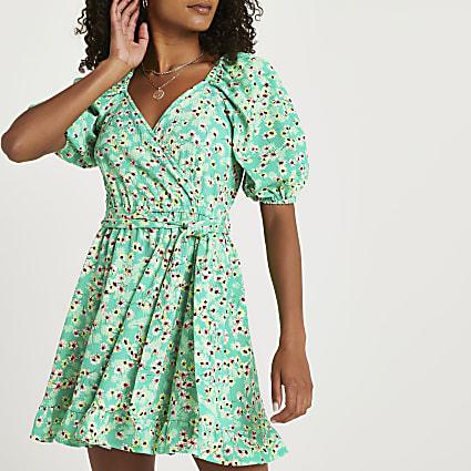 Green v neck puff sleeve floral belted dress