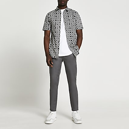 Grey diamond geo print short sleeve shirt