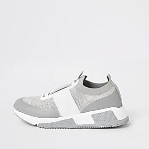 Graue Strick-Sneaker mit elastischen Einsätzen