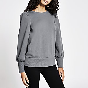 Grauer Pullover mit Puffärmeln