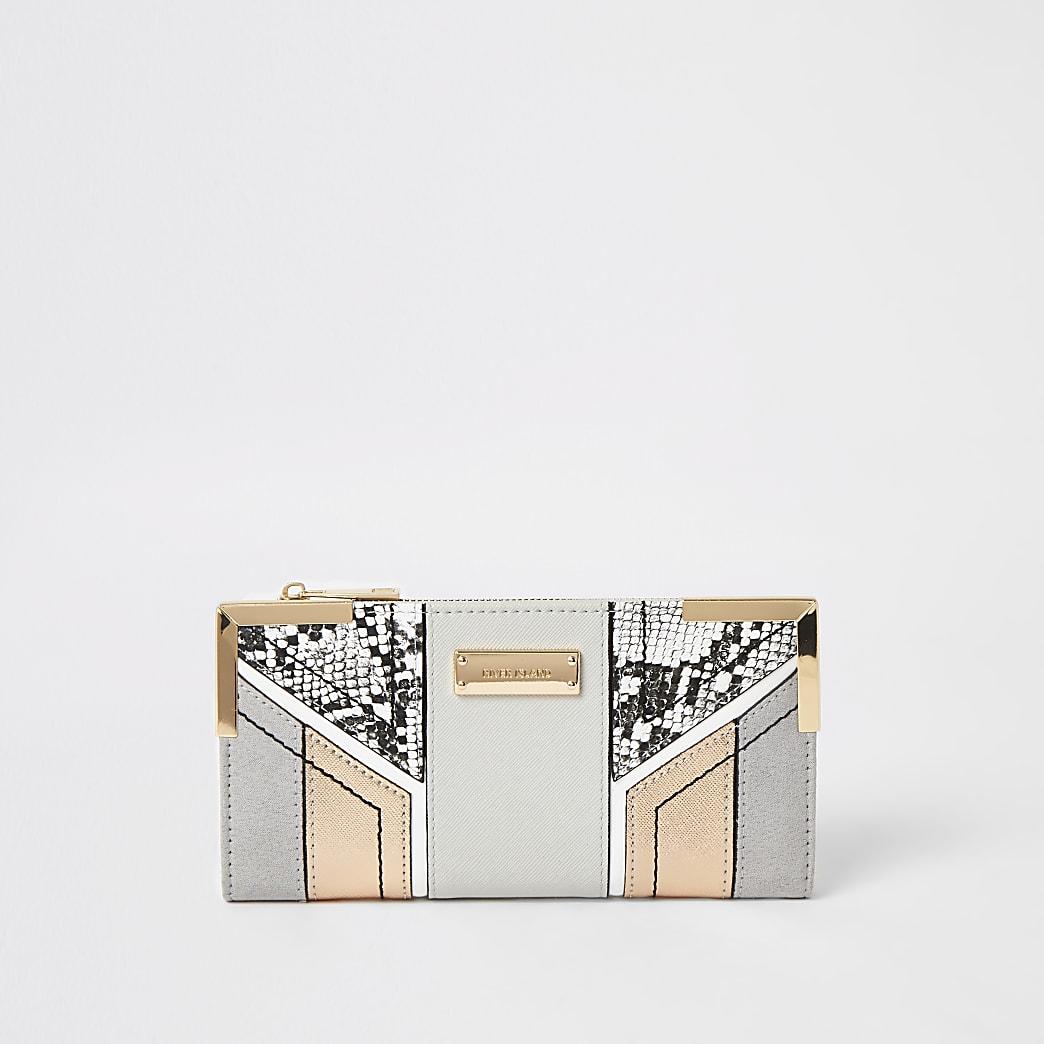 Grey snake print cut about fold out purse