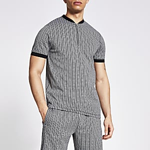 Graues Poloshirt mit Baseballkragen und Streifenmuster