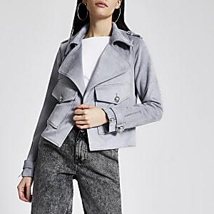 Kurzer Jacke in Grau aus Wildlederimitat mit Fronttaschen