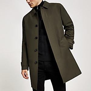 Manteau imperméablekaki avec boutons non visibles