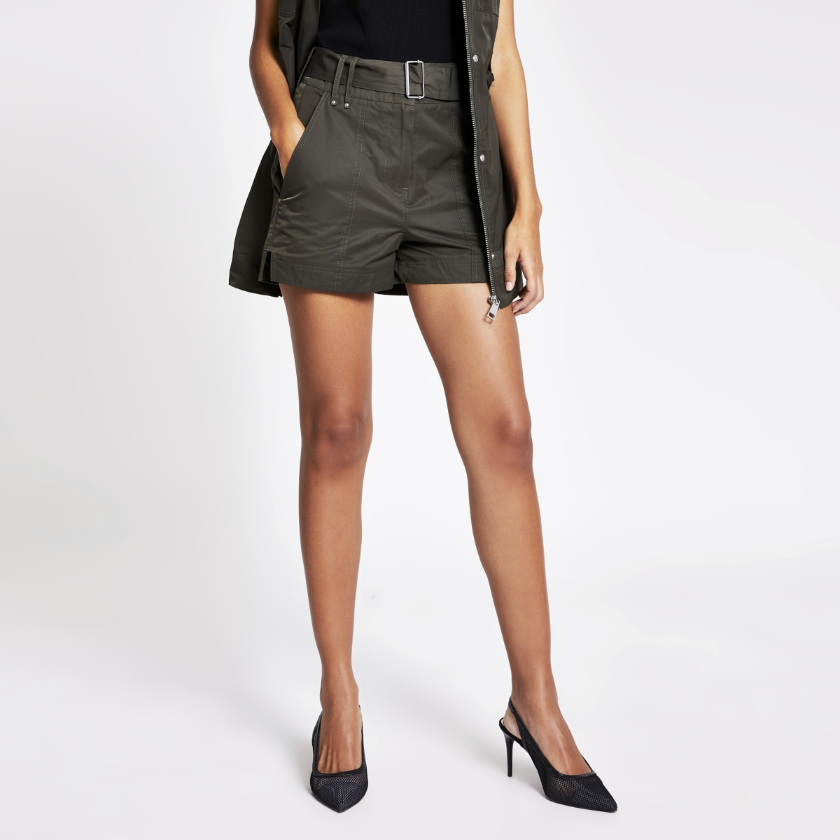 High-Rise-Shorts in Khaki mit Gürtel