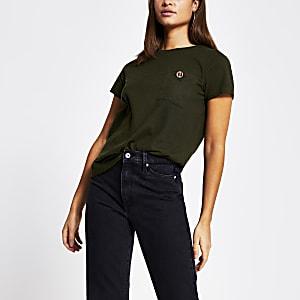 T-shirt kaki avec bouton RI en strass sur la poche