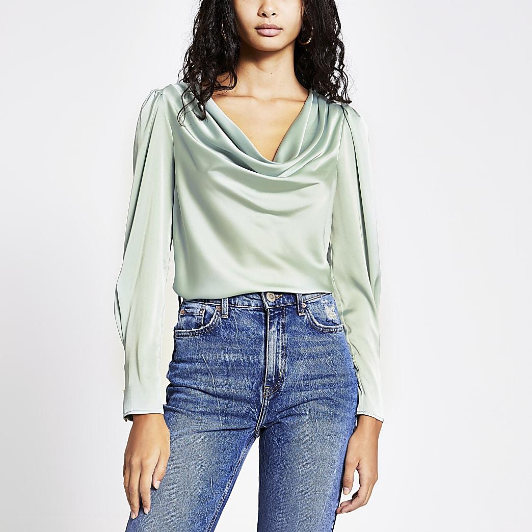 Lichtgroene satijnen blouse met losvallende col