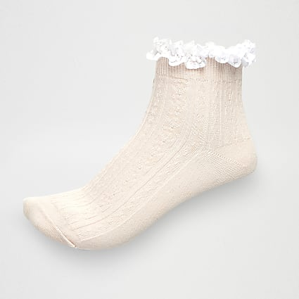 Light pink cable knit frill ankle socks