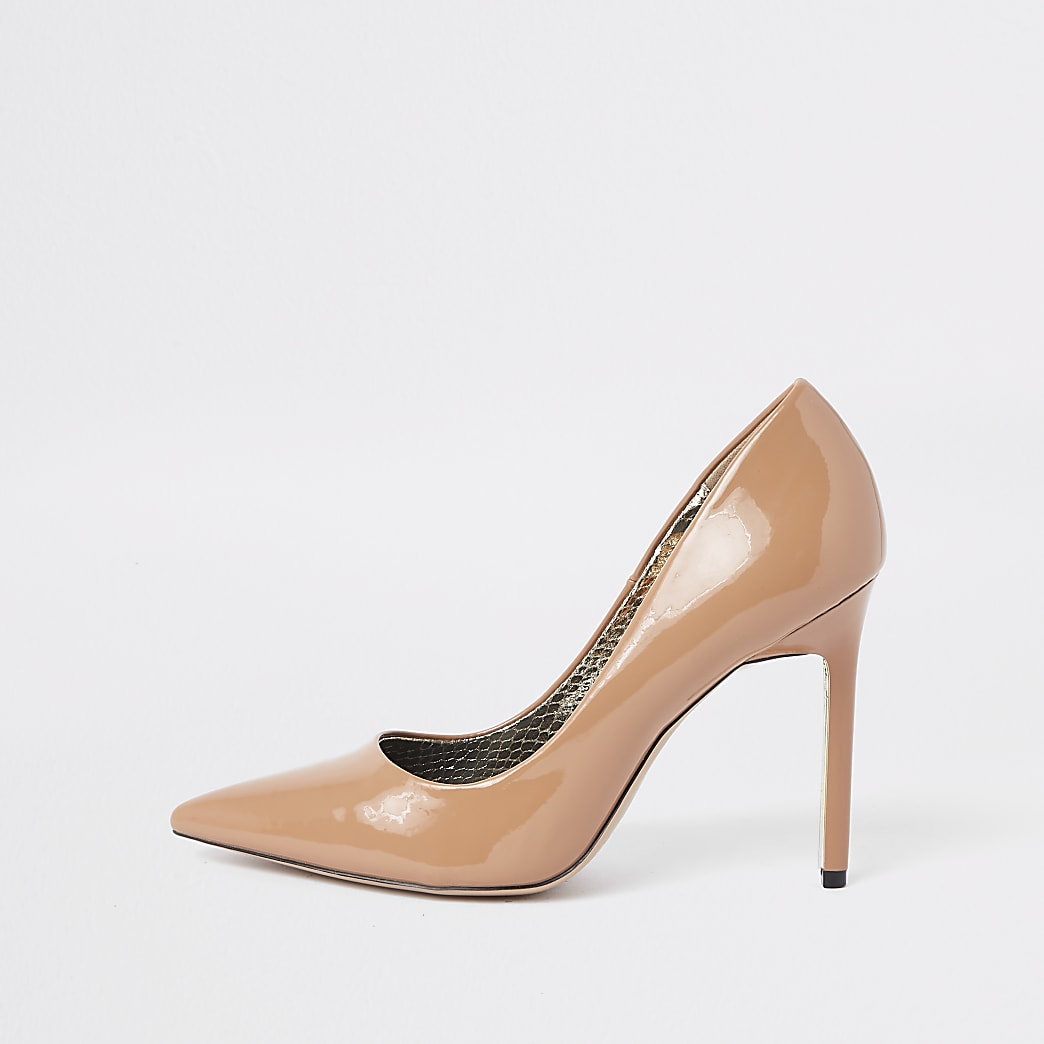 Light pink patent court shoes