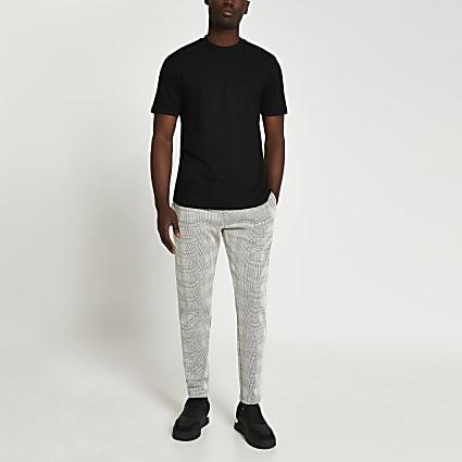 Maison Riviera black jogger & t-shirt outfit