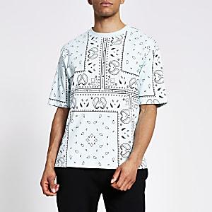 Maison Riviera – Grünes Boxy Fit T-Shirt mit Bandana-Print