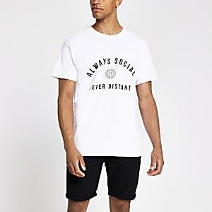 Liefdadigheids-T-shirt voor mannen 'Always Social Never Distant'