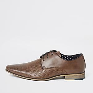 Mittelbraune, strukturierte Derby-Schuhe