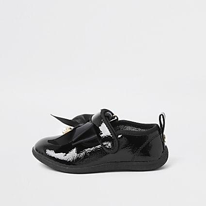 Mini black patent bow shoe