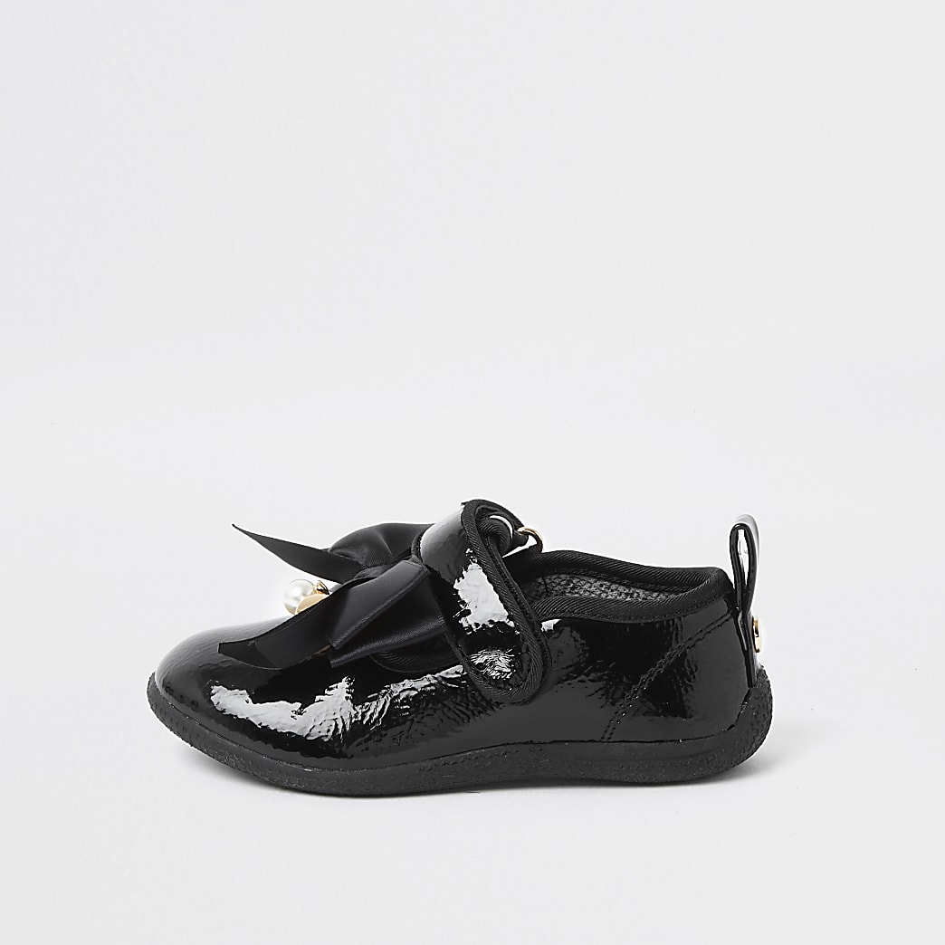 Mini black patent bow shoe