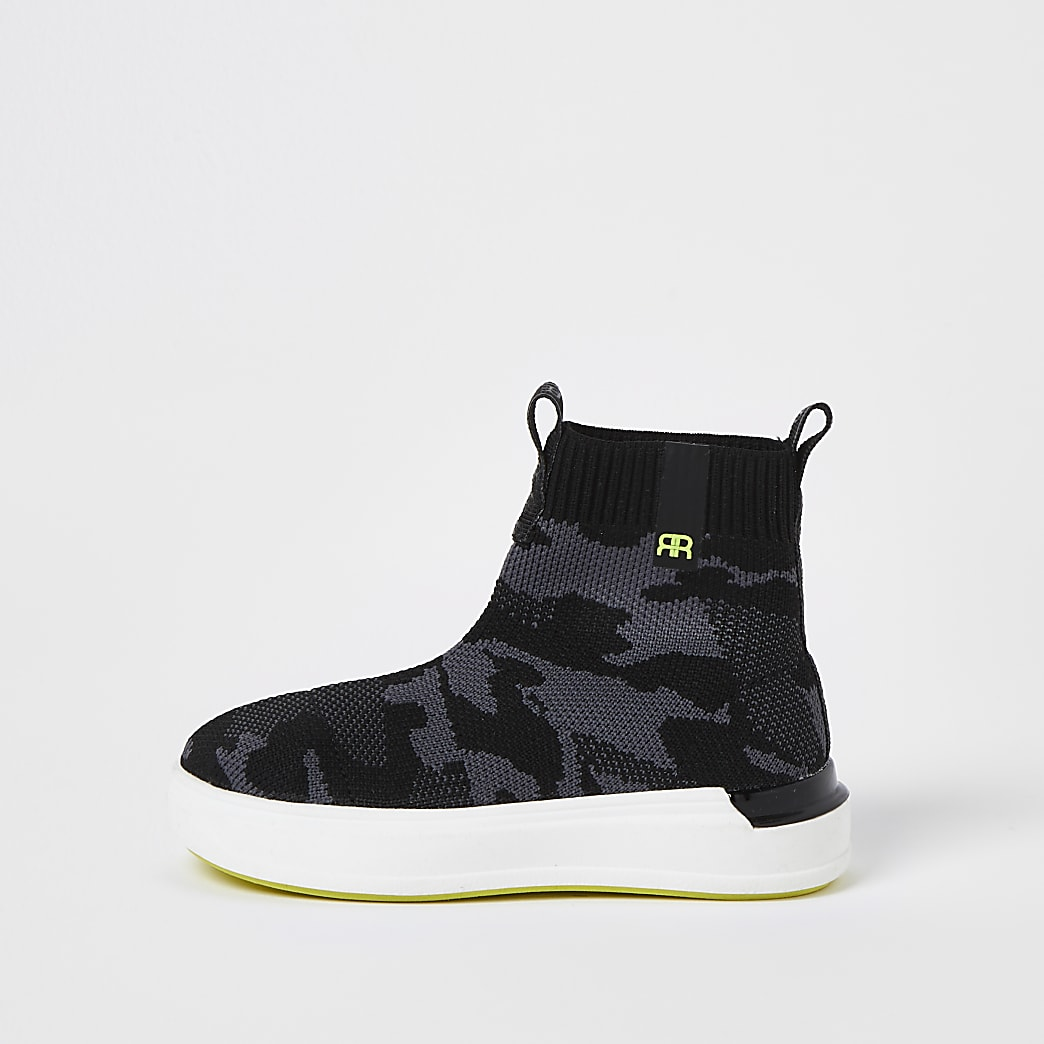 Mini boys green camo high top trainers