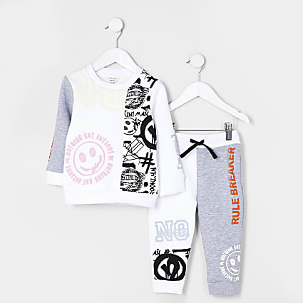 Mini boys white graffiti sweatshirt outfit