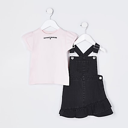 Mini girls black dungaree and t-shirt outfit