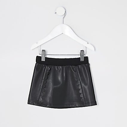 Mini girls black faux leather scallop skirt
