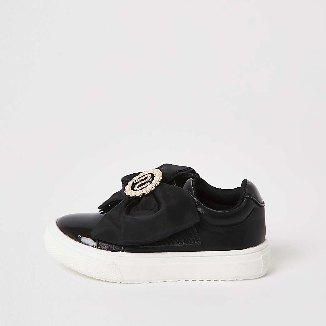 Mini girls black RI bow trainers